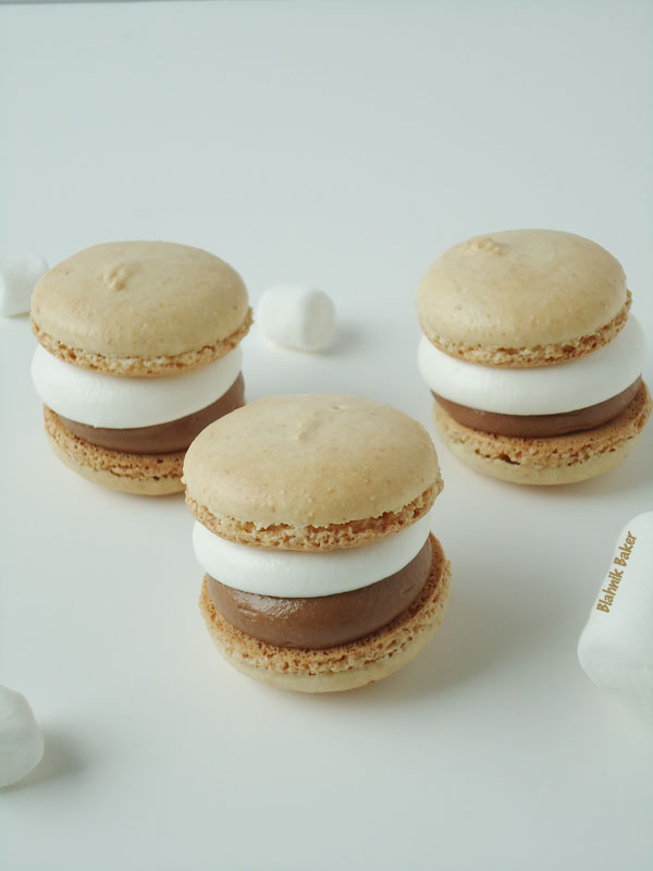 Graham cracker macarons