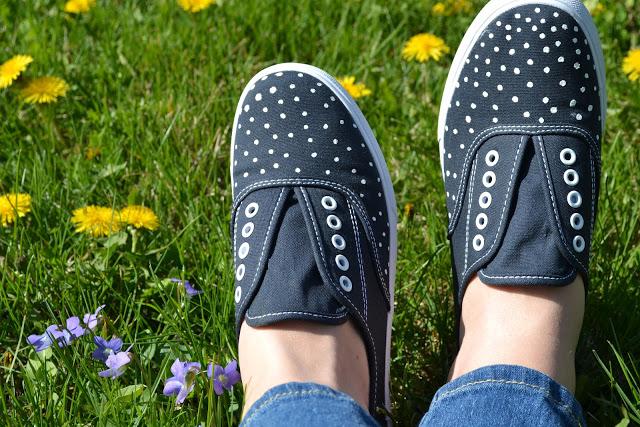 Polka dot sneakers diy