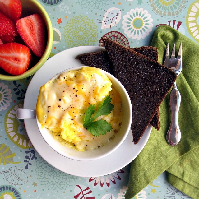 Scrambeld eggs in a mug recipe