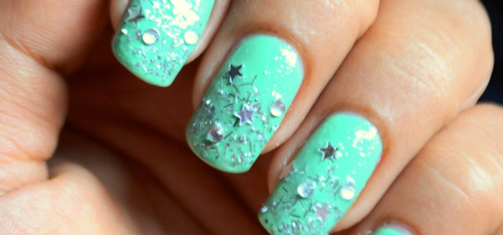 Stars and gems mint manicure