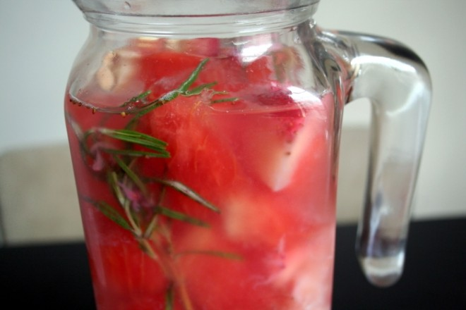 Strawberry rosemary vitamin water 660x440