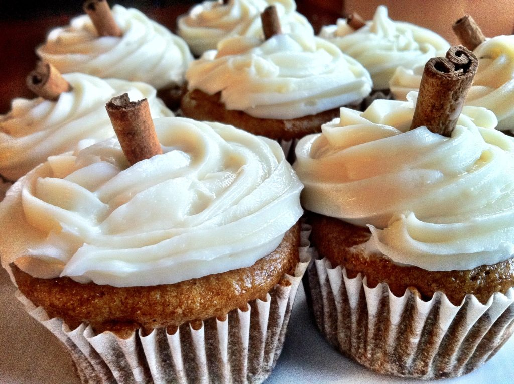 Vegan pumpking spice cupcakes with %22cream cheese%22 frosting