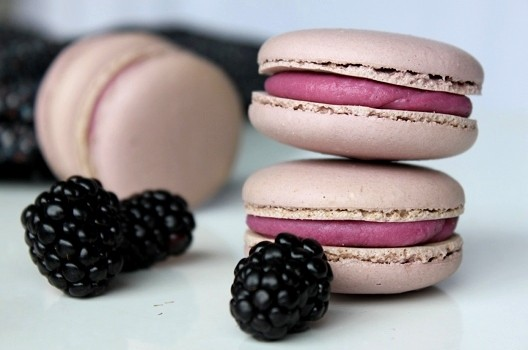 Blackberry macarooms