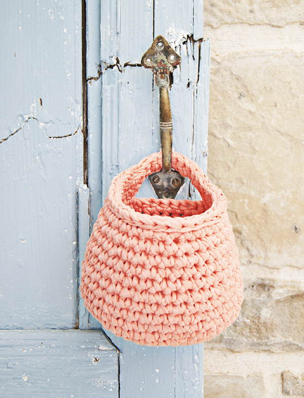 Hanging Heart Knitting Pattern : Organize Your Life with these Pretty Crochet Baskets