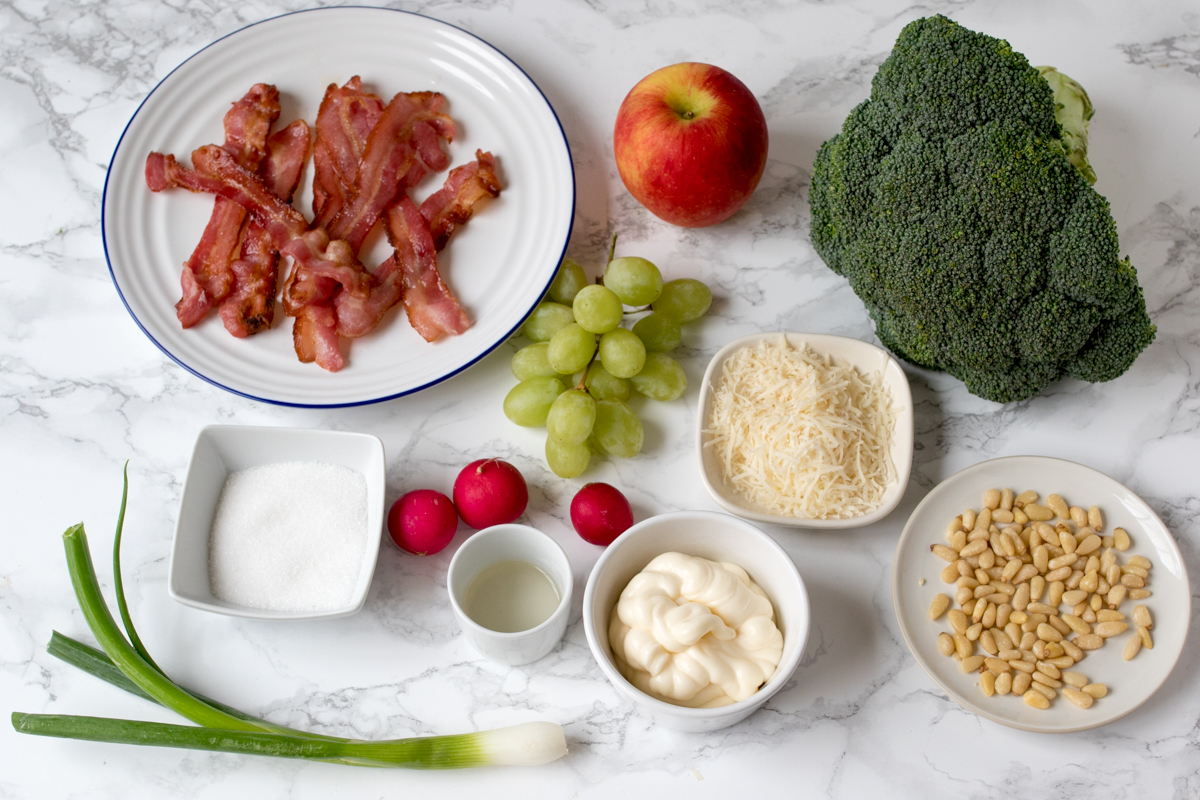 Broccoli bacon salad ingredients
