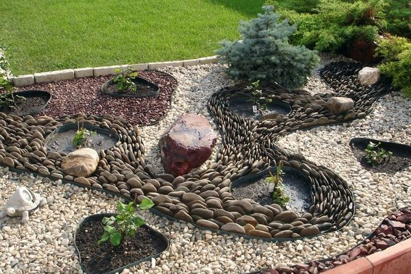 15 ideas to get you inspired to make your own rock garden. Black Bedroom Furniture Sets. Home Design Ideas