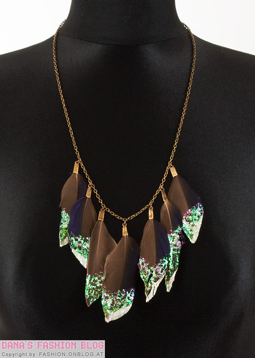 Glitter feather necklace