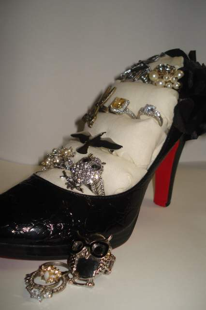 High heeled ring rack