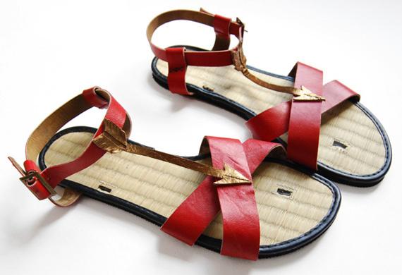 Leather arrow sandals