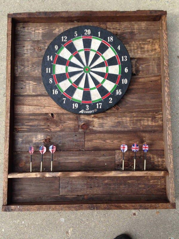 Pallet dart board diy