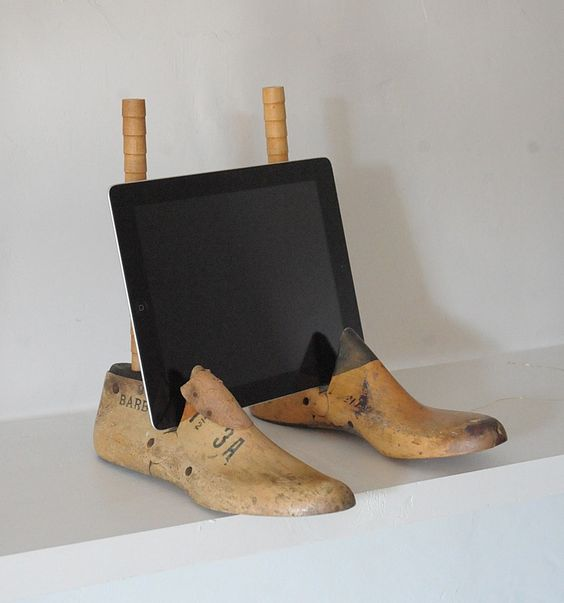 Shoe ipad stand