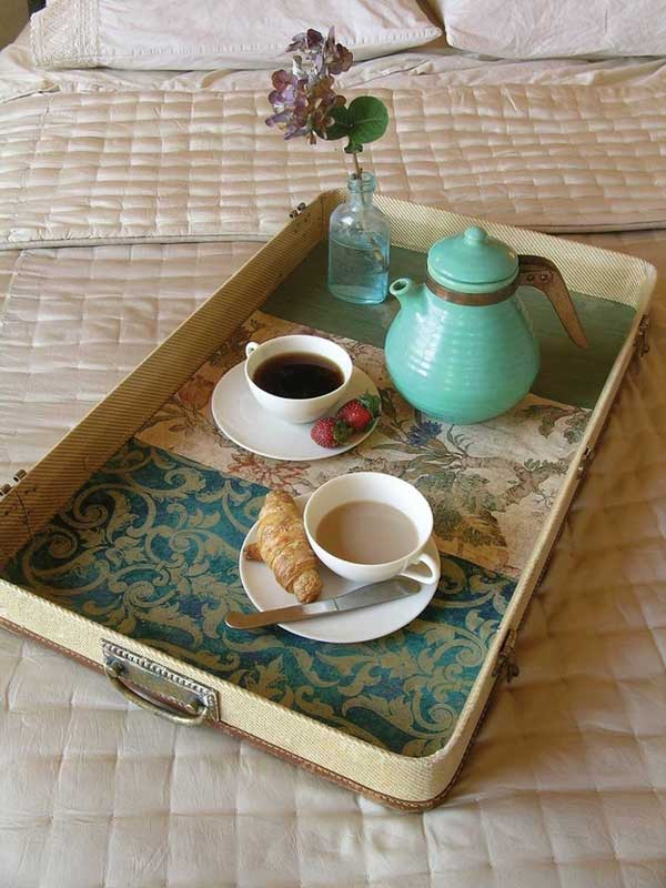 Suitcase lid breakfast tray