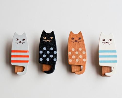 Wooden cat clothes pins