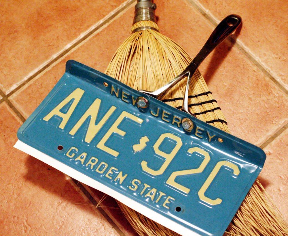 Diy license plate dustpan