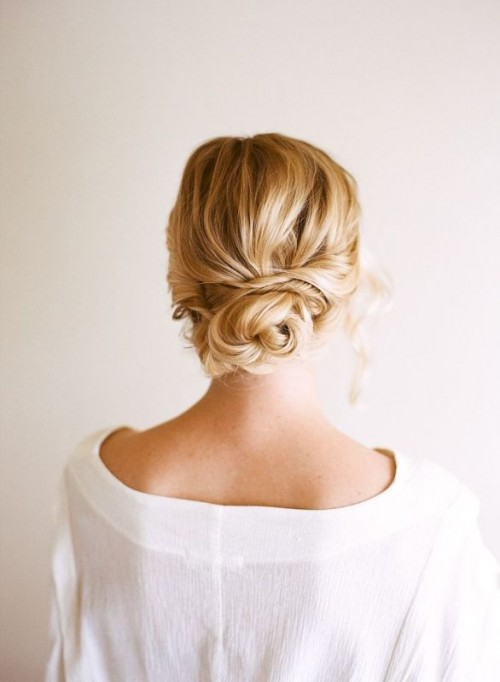 Easy and beautiful diy low bun hairstyle 1 500x682