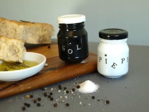 Black and white mini jar shakers