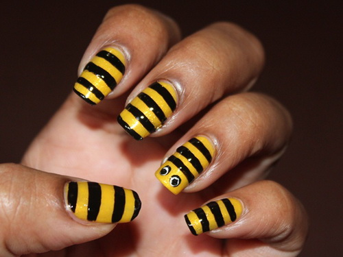 Black and yellow bumble bee nails