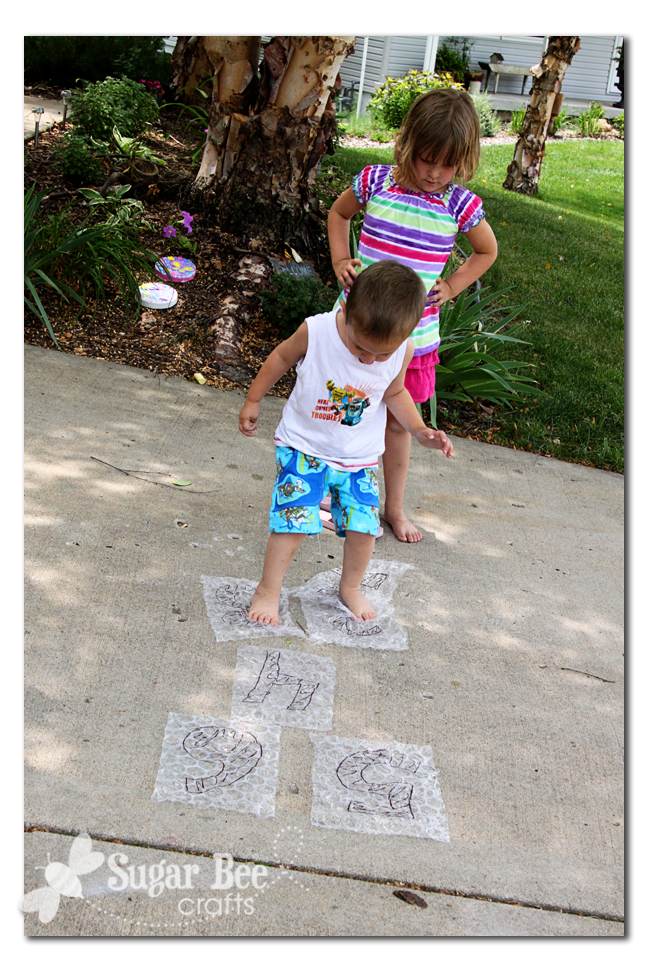 Bubble wrap hop scotch