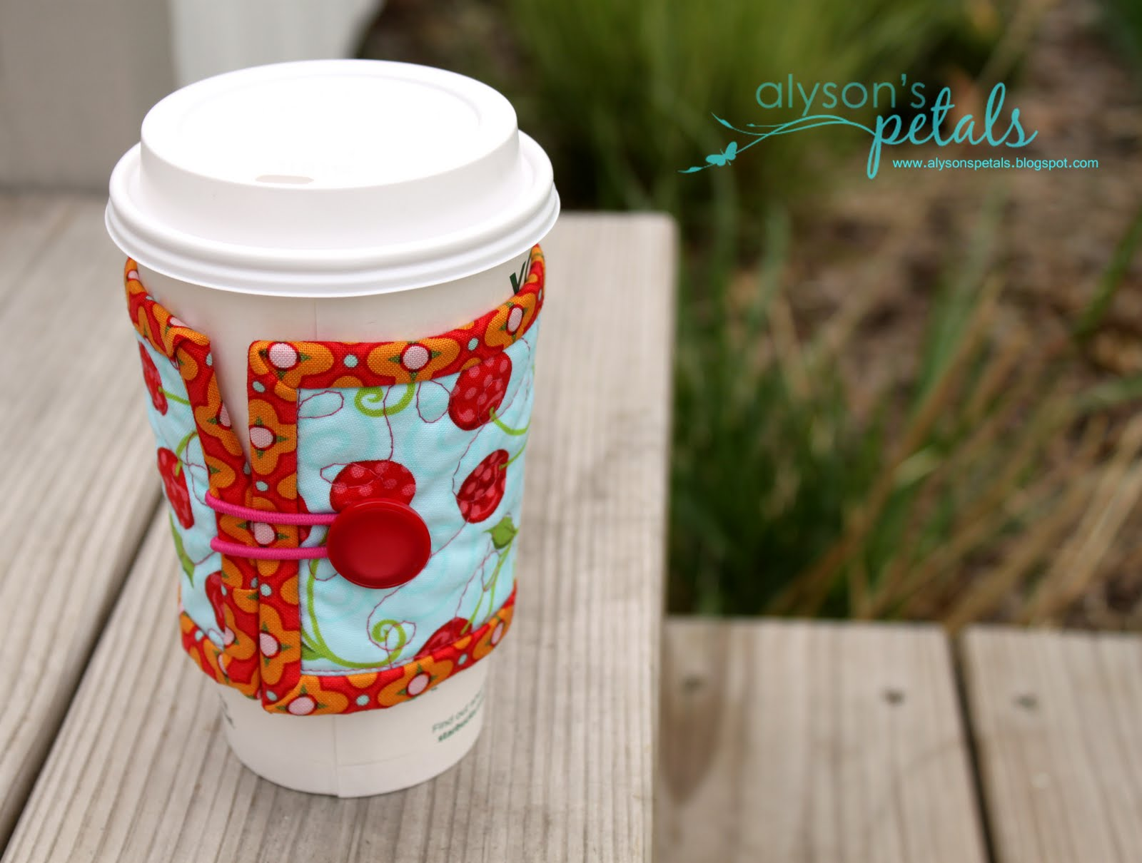 Double wide buttoning coffee sleeve