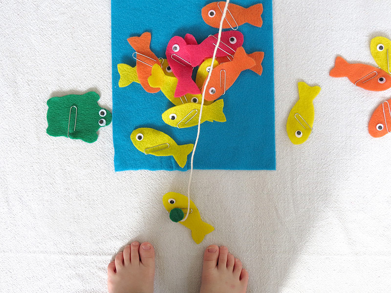Felt and magnet fishing game