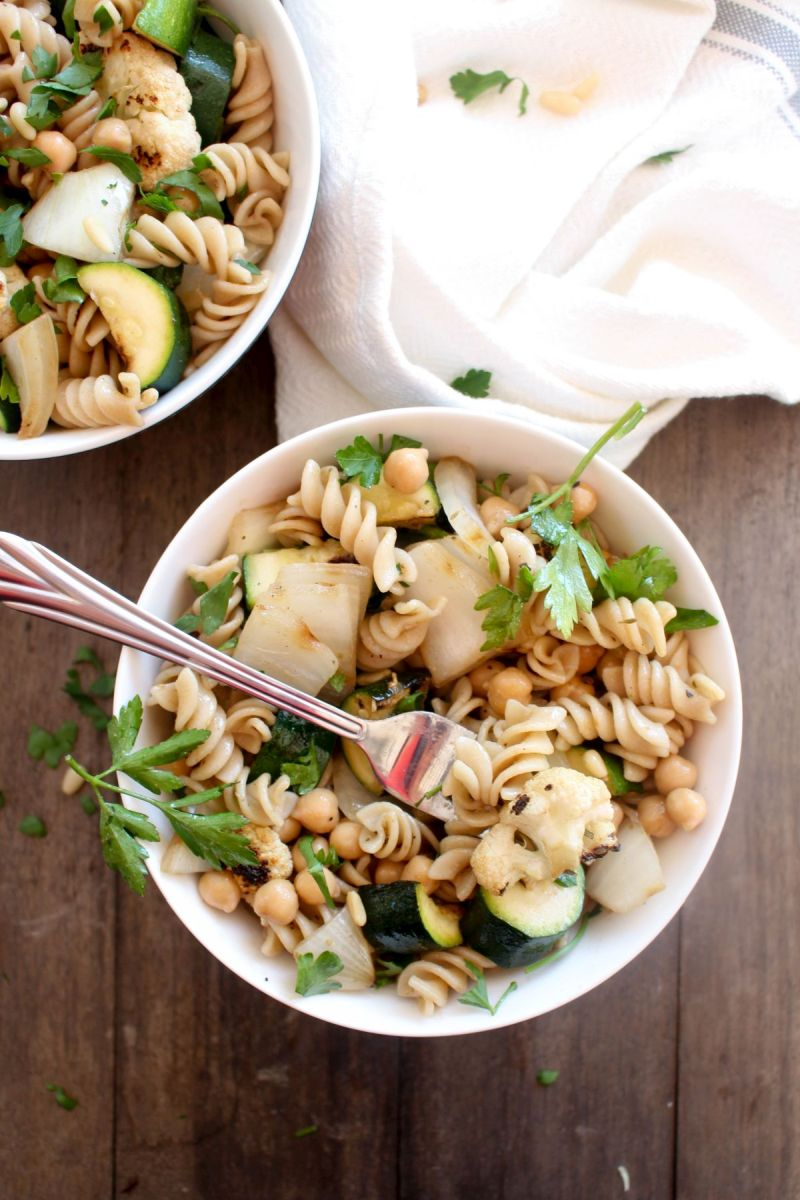 Grilled vegetable pasta salad ready to serve