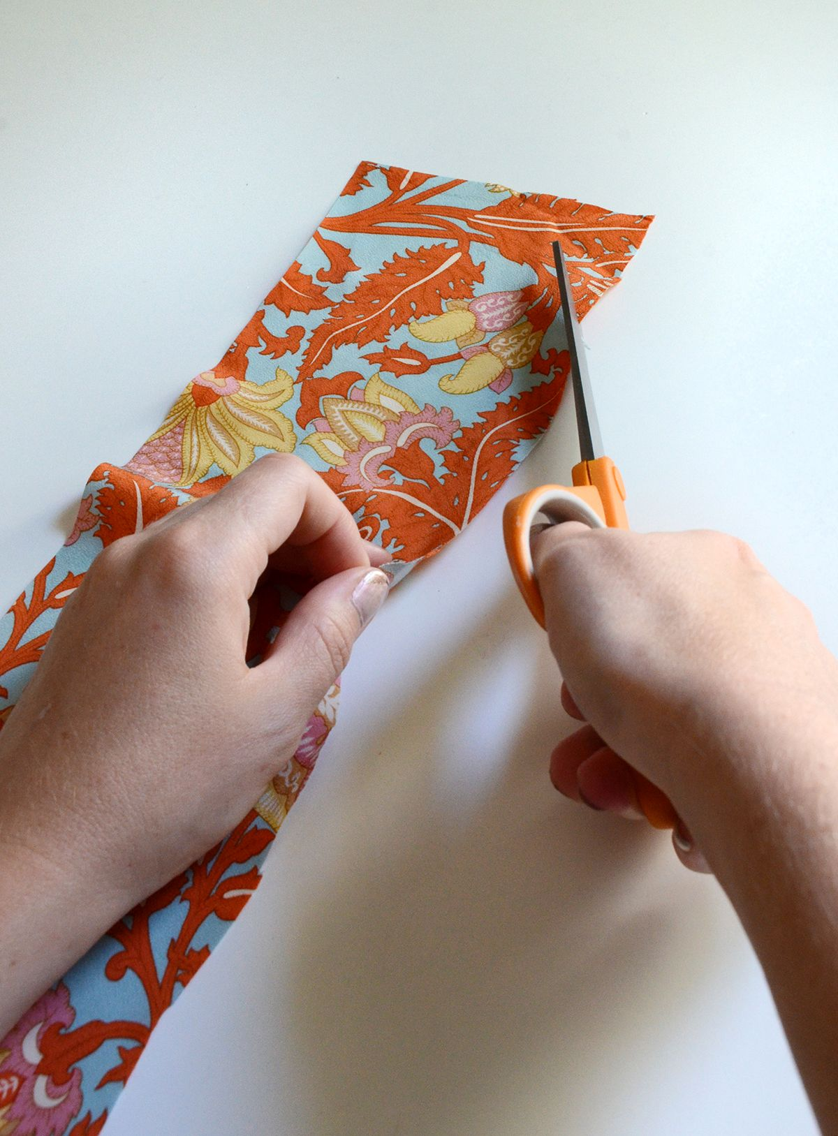 How to make a wired hair bow cutting fabric