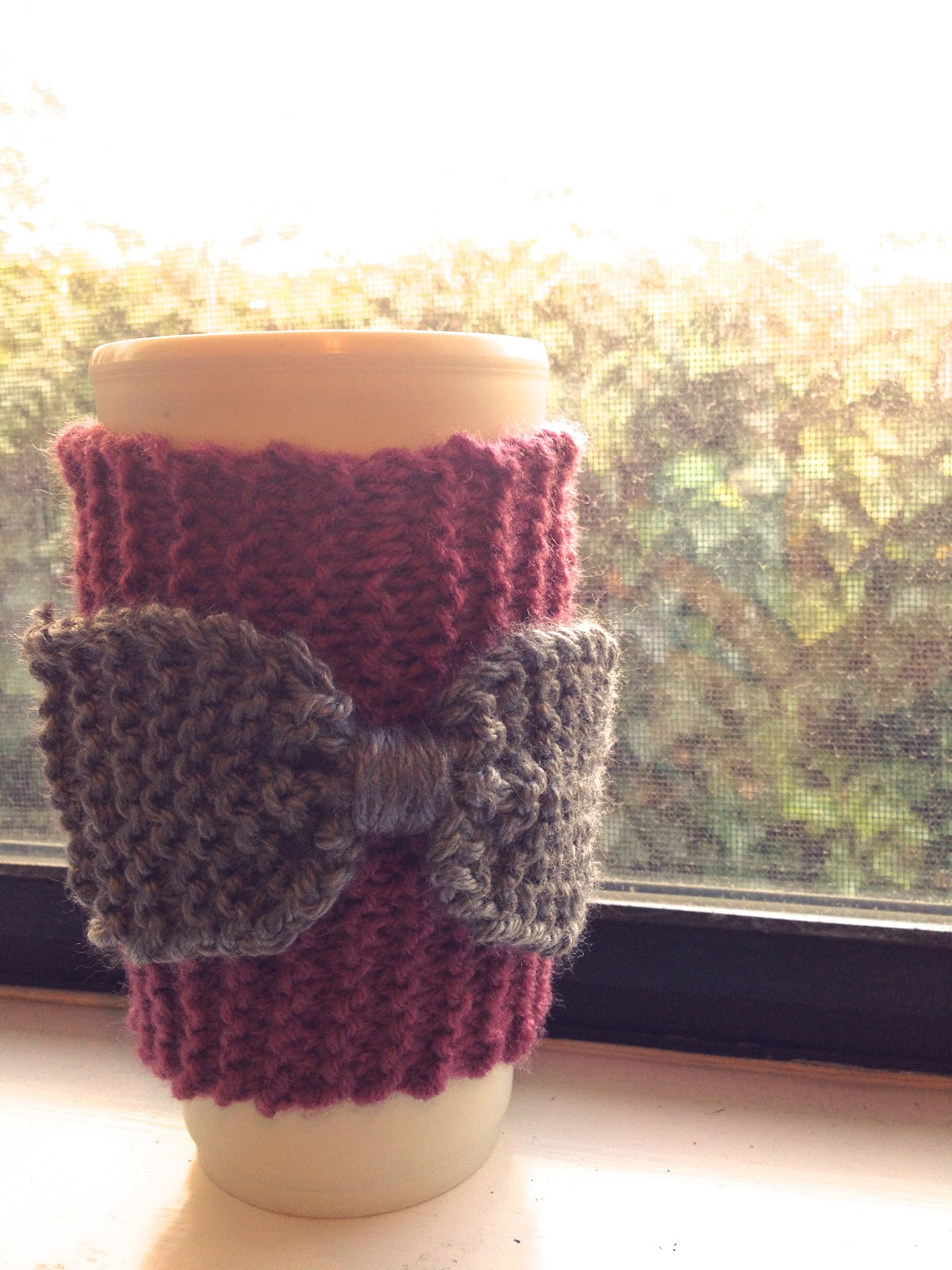 Knitted bow coffee sleeve