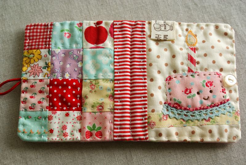 Little patchwork needle book