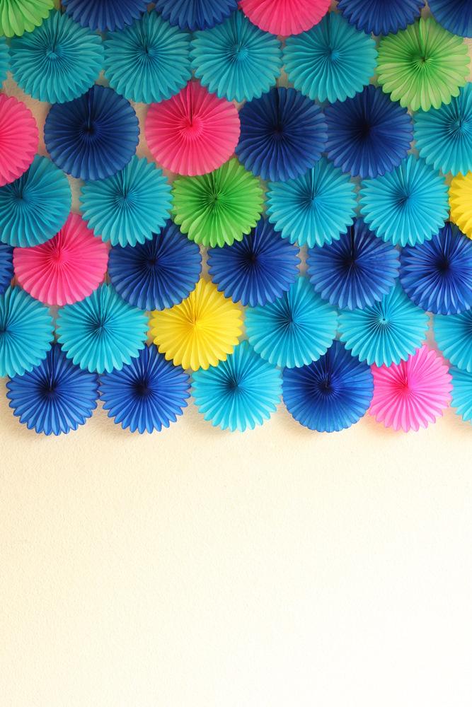 Creative diy photo backdrops 1 paper pinwheels solutioingenieria Choice Image