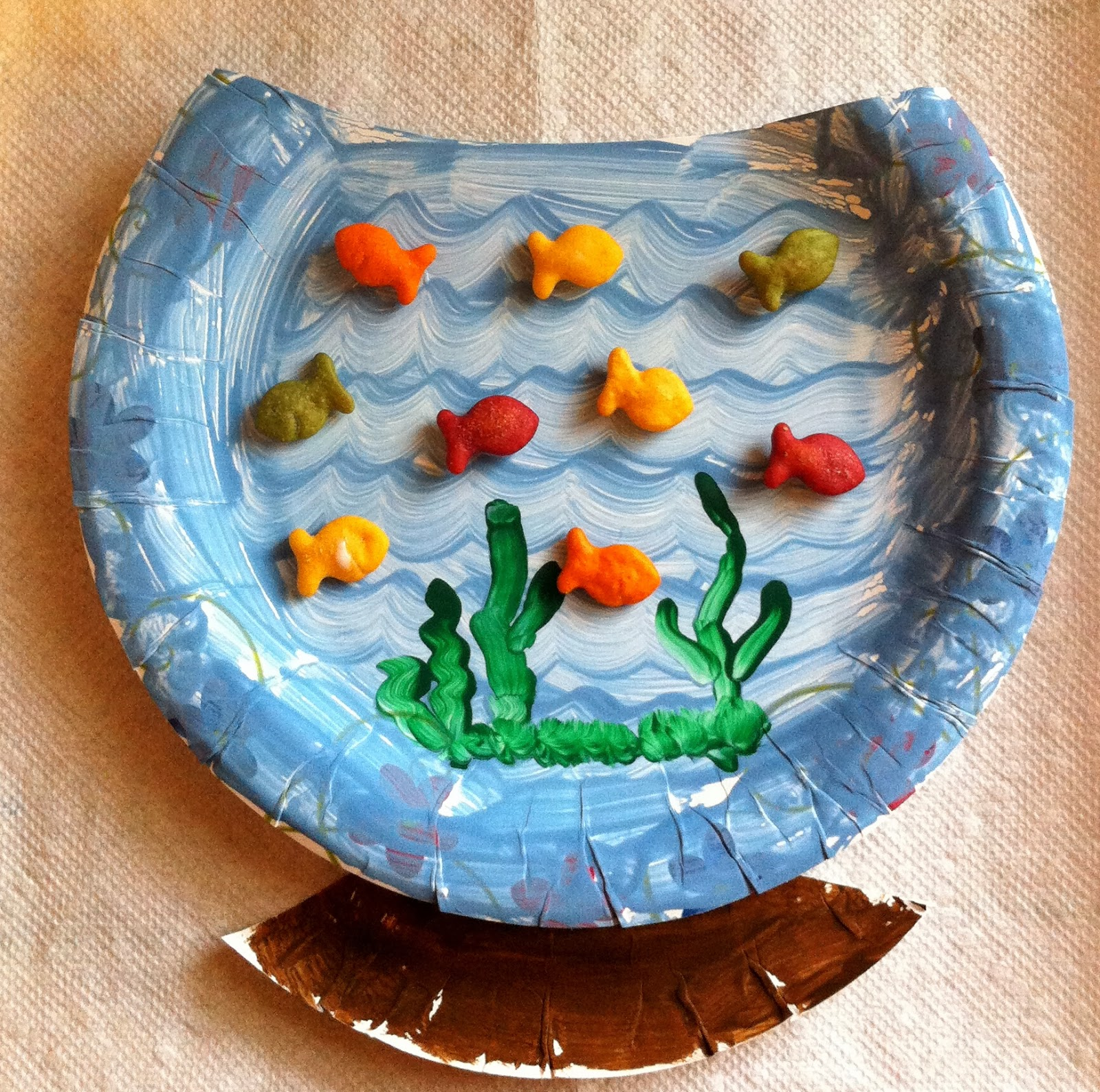 Paper plate and goldfish cracker fish bowl
