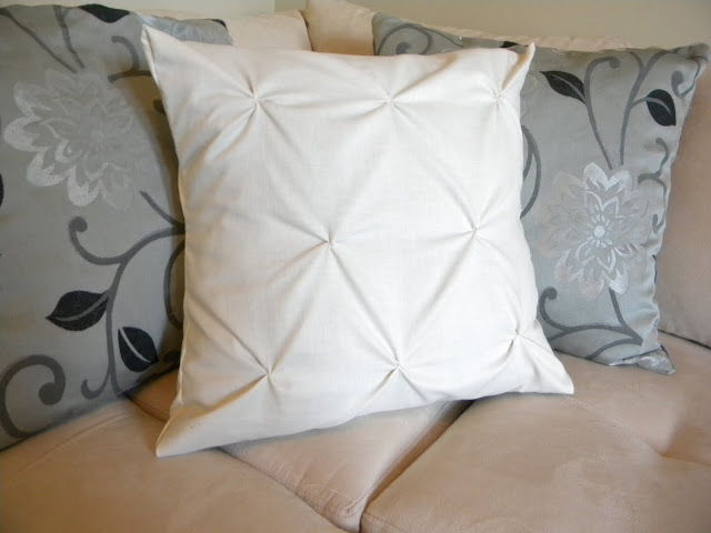 Pinched throw pillow case