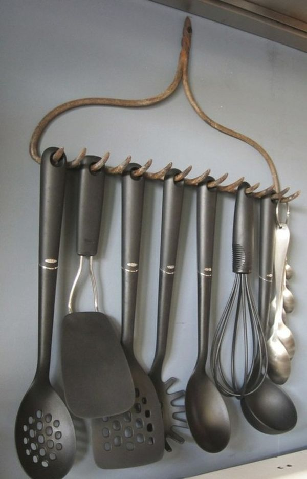 Rake head utensil holder