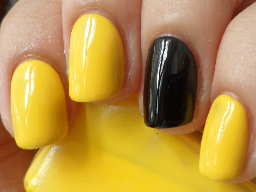 Simple yellow and black solids