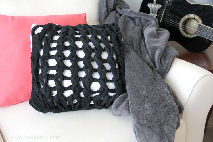 Arm knit pillow
