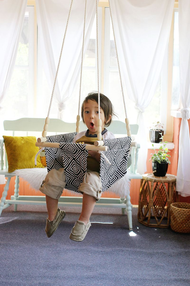 17 diy indoors swings for everyone in the family to enjoy for Diy macrame baby swing