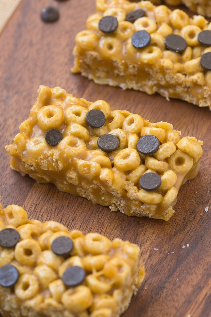 Healthy no bake 4 ingredient protein cereal bars
