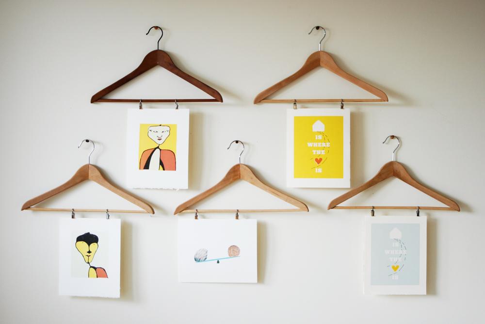 Photo display hangers