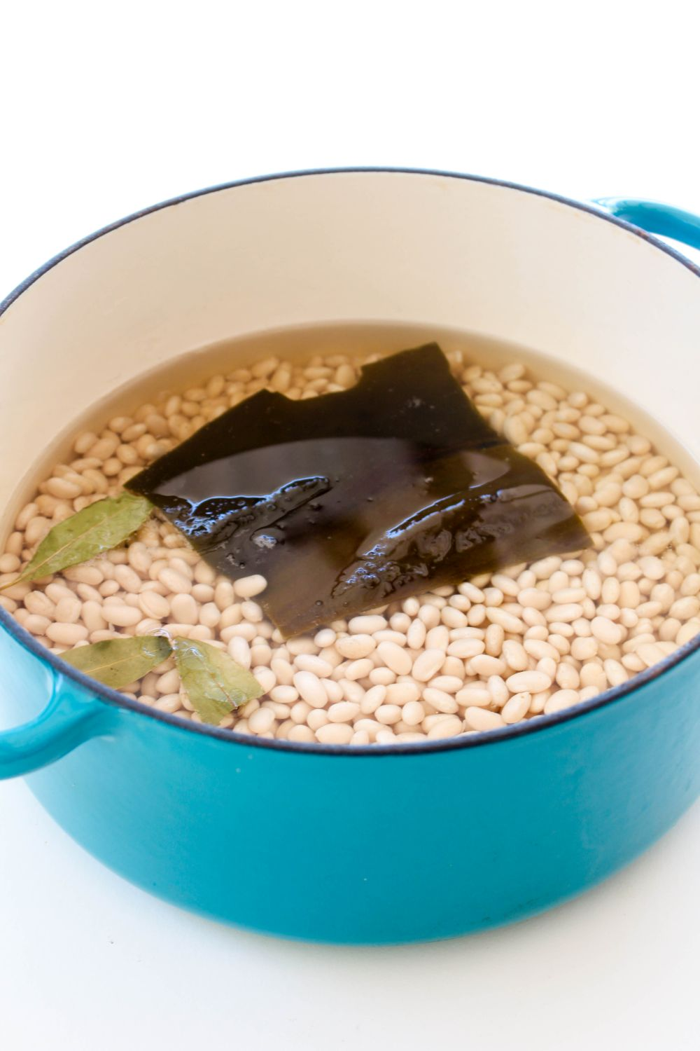 Baked beans large pot with water