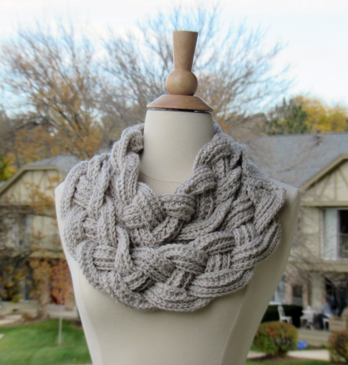 Braided cowl free crochet pattern