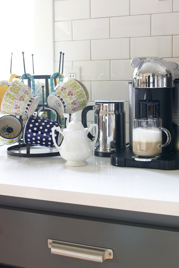 21 diy coffee racks to organize your morning cup of joe for Mug racks ideas