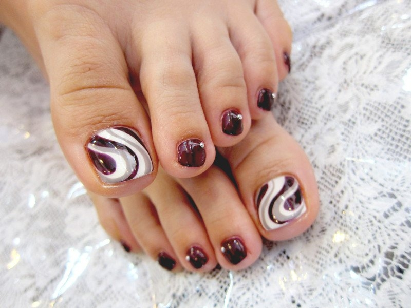 Fall and autumn toe nail art - Pedicures Just Got Better With These 50 Cute Toe Nail Designs!