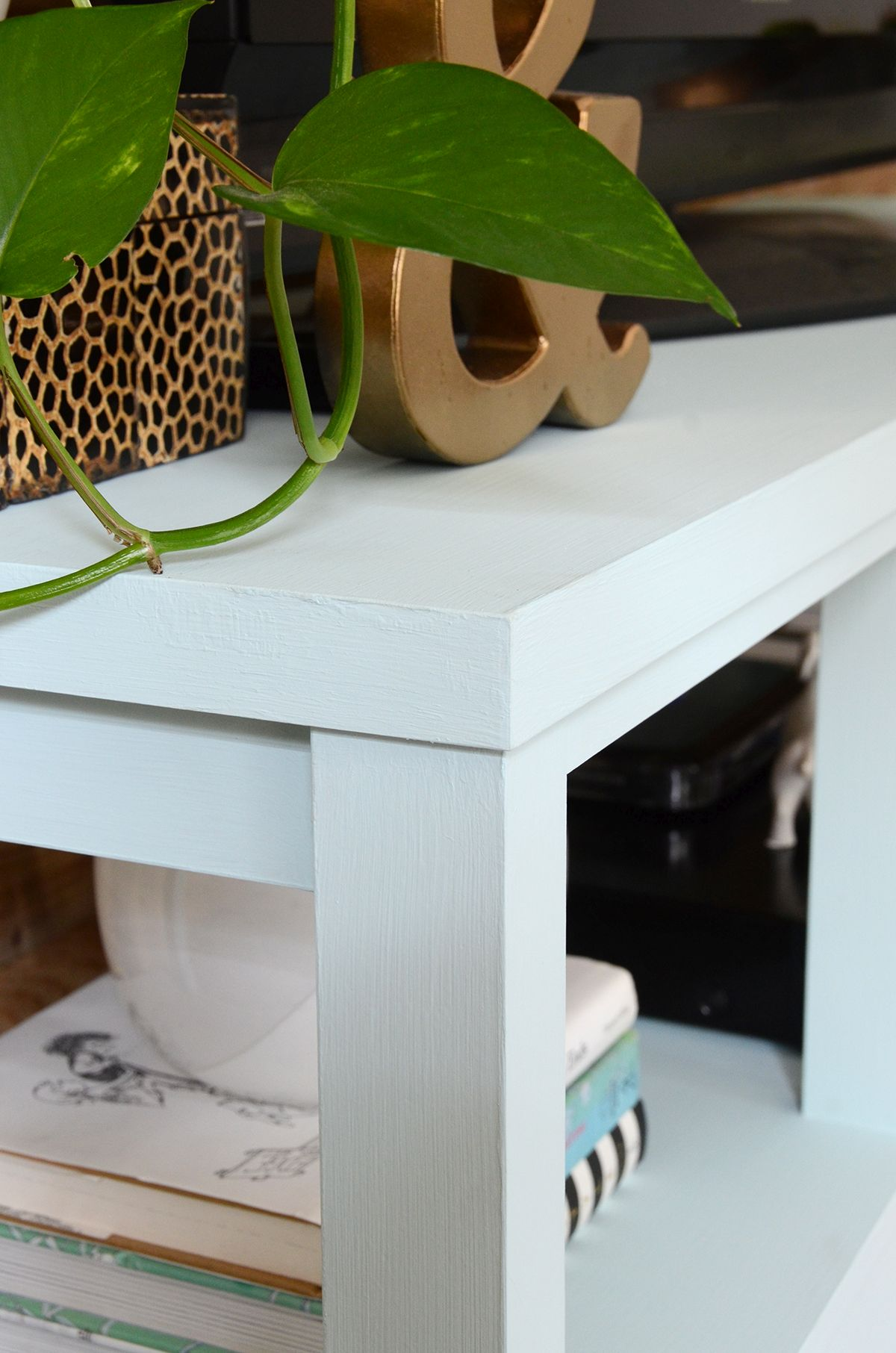 How to paint furniture with chalk paint corners