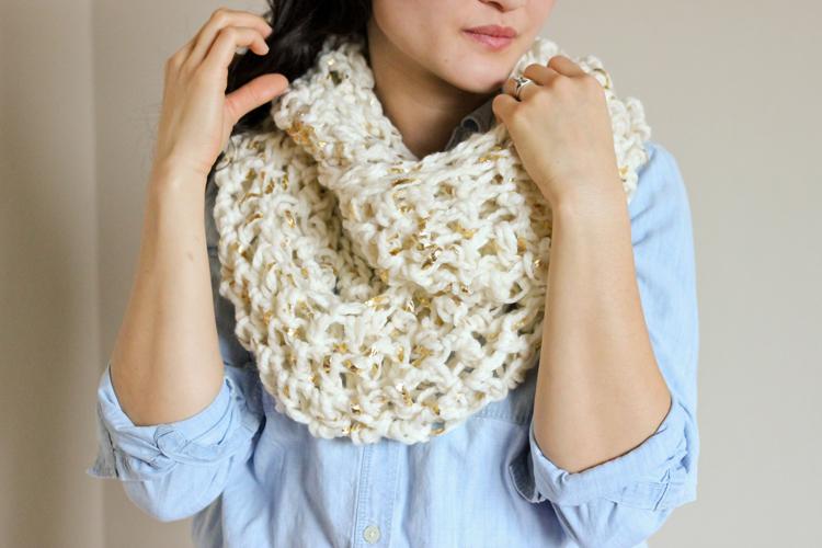 Chunky gold leaf crochet infinity scarf tutorial