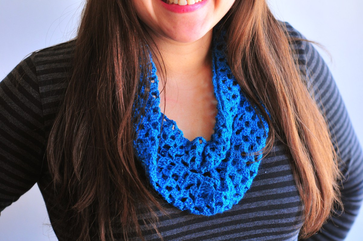 Lacy crochet infinity scarf tutorial