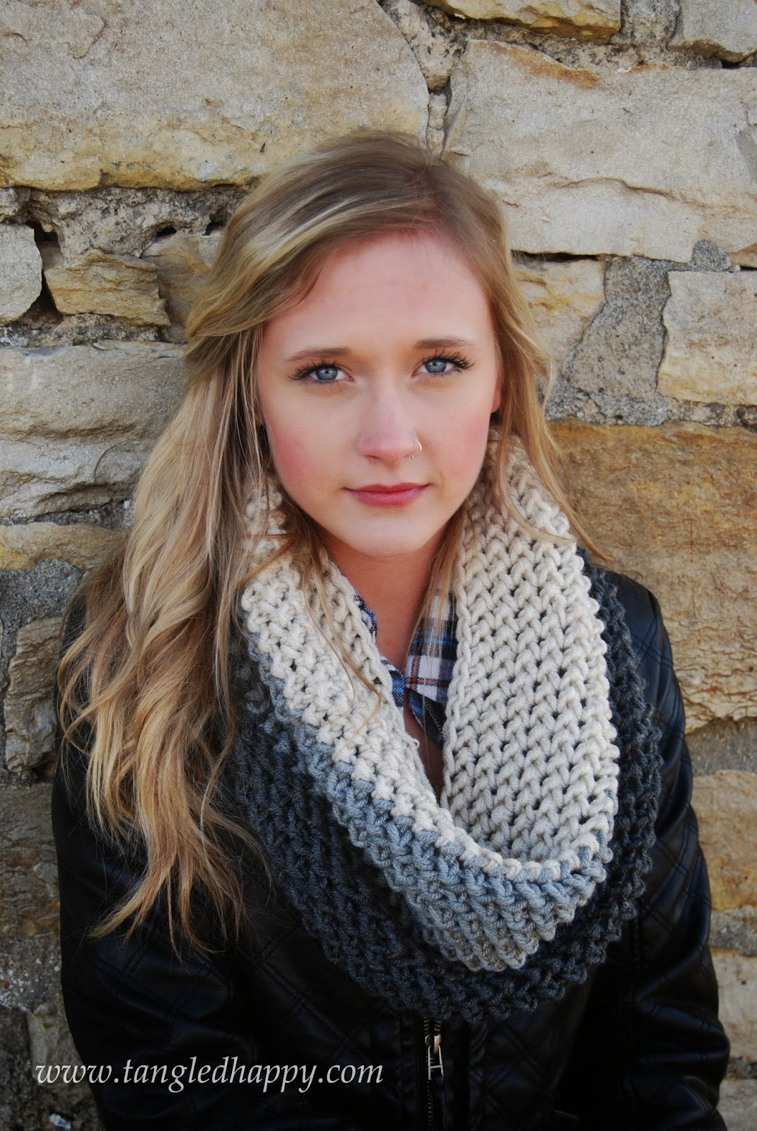 Striped crochet infinity scarf tutorial