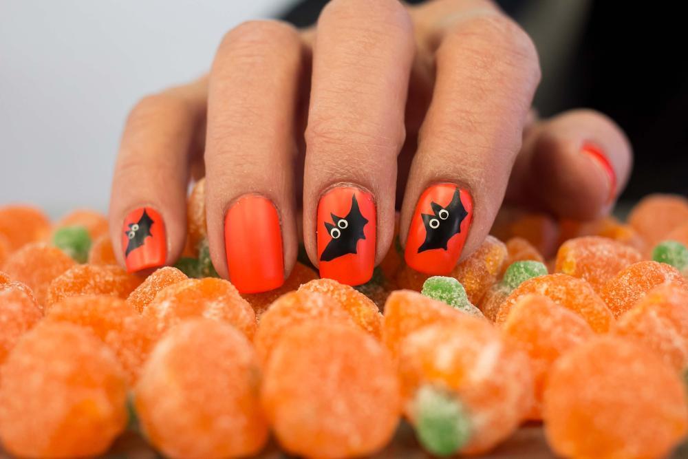 Bats great orange halloween nails