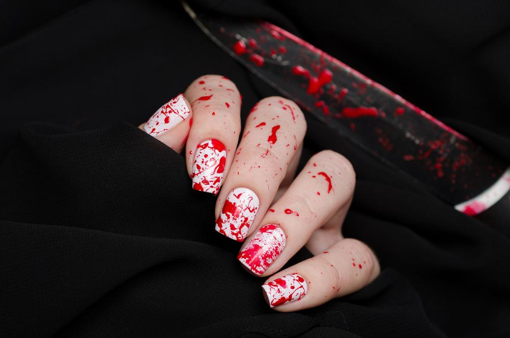 Blood spatter creepy halloween nails