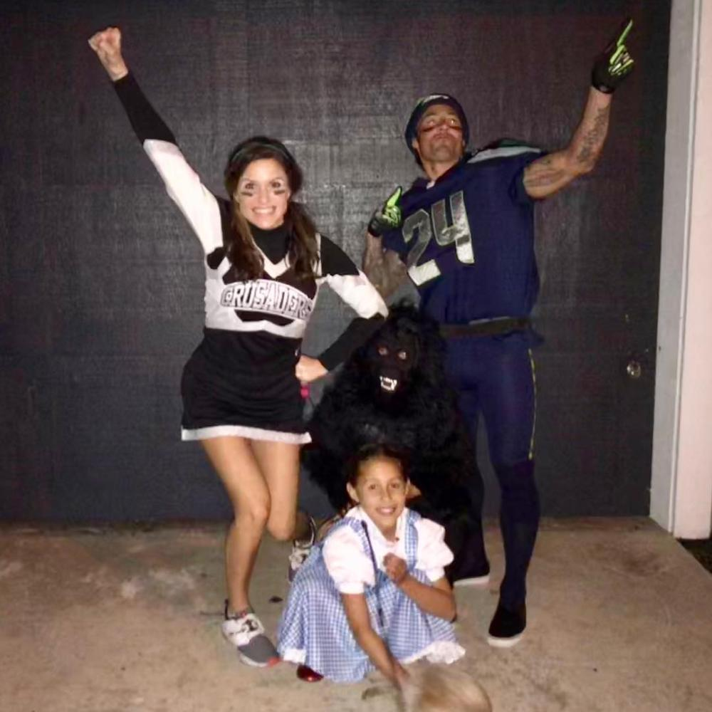 Cheerleader and football player easy college halloween costumes