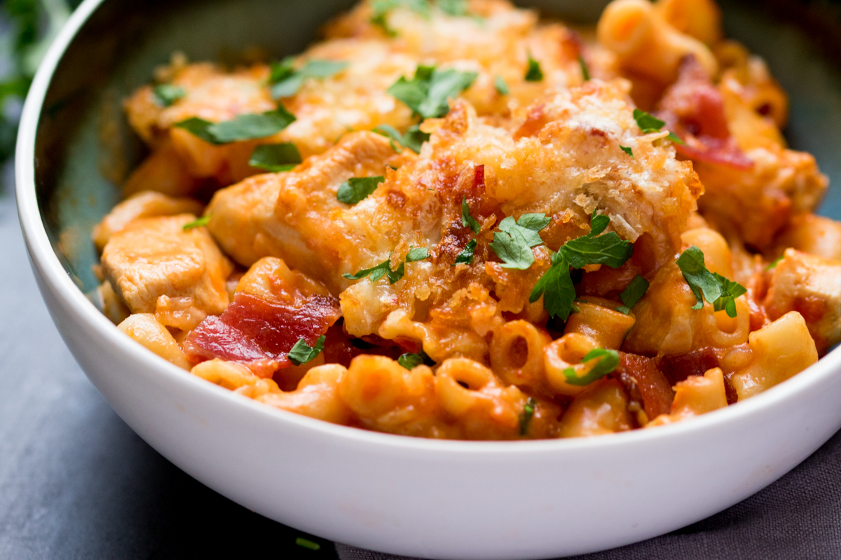 Chicken, Bacon and Tomato Mac N' Cheese - a comforting dinner with lots of flavor!