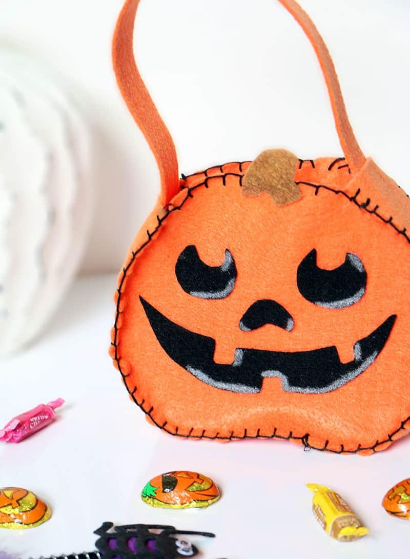 Diy mini felt halloween trick or treat bags tote